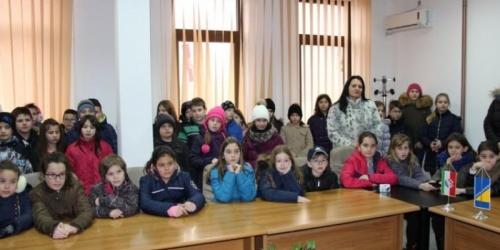 Orašje: Učenici iz Odžaka posjetili džamiju Aziziju