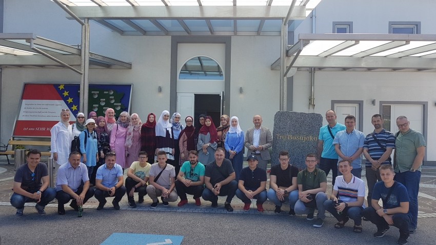 Učenici bh. medresa posjetili džemat Wels