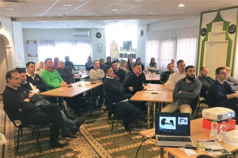 Švedska: Održani seminari za roditelje