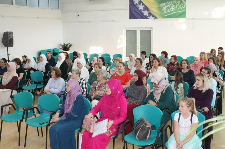 """Stotinu jedan certifikat polaznicama """"Škole islama za žene"""""""