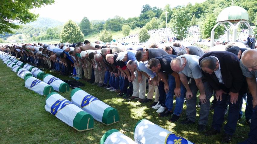 Dženaza u Srebrenici: 33 žrtve Genocida ukopane u Potočarima