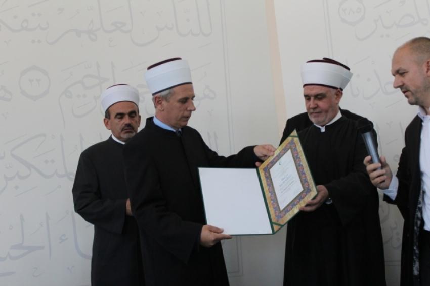 Uručena murasela prvom muftiji za Zapadnu Evropu Osmanu ef. Kozliću
