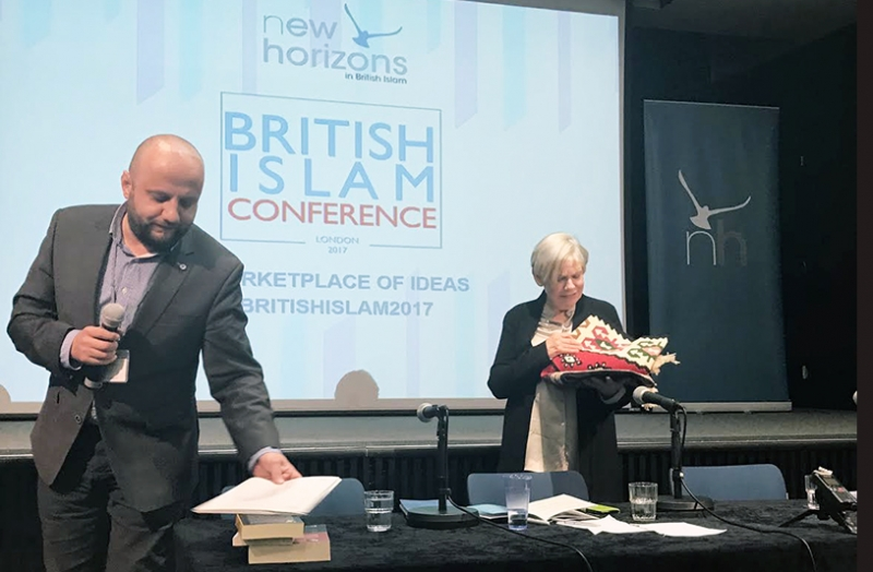 London: Uručeno pismo i poklon reisu-l-uleme autorici Karen Armstrong