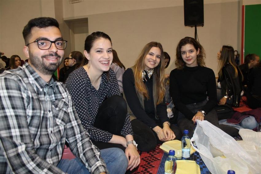 Mostar: Sedmi omladinski iftar okupio nekoliko stotina mladića i djevojaka